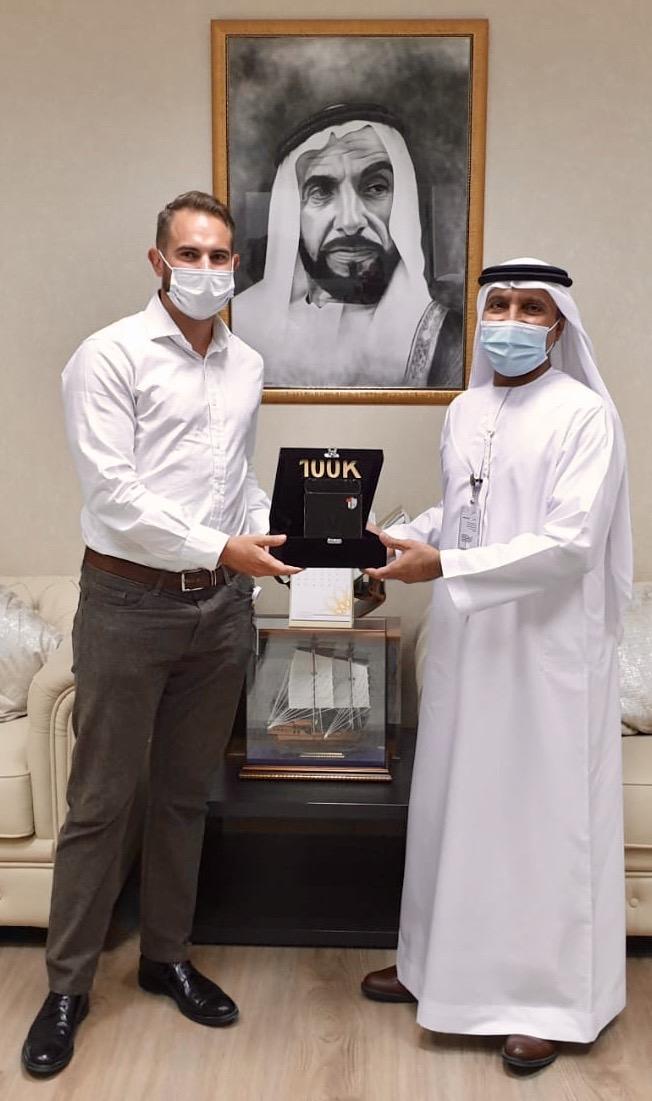 Vidsys VP, Phil Stockham, presents Abu Dhabi MCC 100K award to HE, Director General, Saeed Saif AlNeyadi